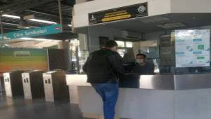 İzmir Metro Bornova İstasyonu çıkışına Kart Başvuru Merkezi